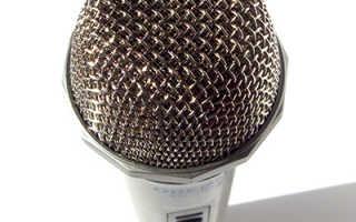 Подключение динамического микрофона в микрофонный  вход звуковой карты компьютера