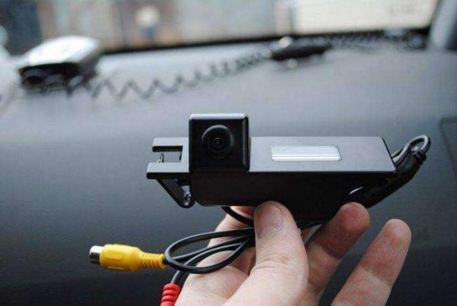 luchshie-kamery-zadnego-vida-dlya-avtomobilya-696x466.jpg