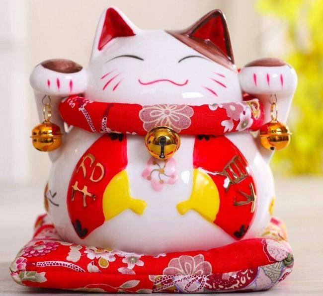 6-inch-Maneki-Neko-Ceramic-Chinese-Lucky-Cat-Beckoning-Fortune-Cat-Figurines-Lucky-Charm-Money-Box_cr.jpg