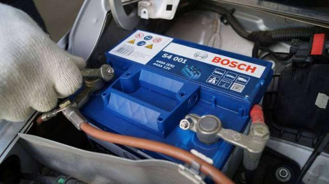 indikator_avtomobilnom_akkumulyatore.jpg