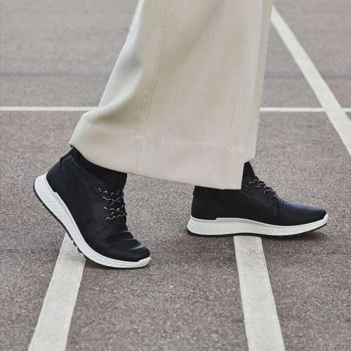 love-footwear-img3-mobile.ciu3ouq2gj3w.jpg