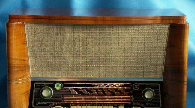 radiopriemniki-vremen-sssr.jpg