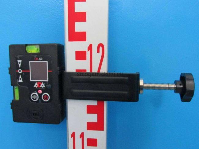 4-kak-rabotat-s-priyemnik-detektorom-dlya-lazernogo-nivelira.jpg