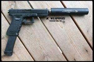 Glock-18-s-glushitelem-300x200.jpg