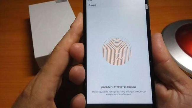 Kak-ustanovit-otpechatok-paltsa-na-Xiaomi.jpg