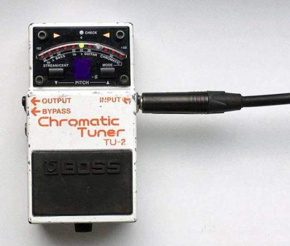 03-tuner-pedal.jpg