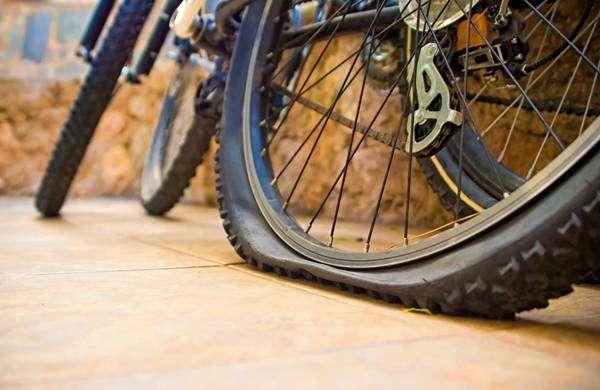 Прокол-колеса-у-велосипеда.jpg