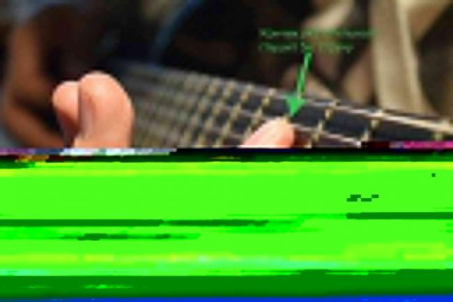 kak-glushit-struny-pri-igre-na-gitare-2-1024x683.jpg