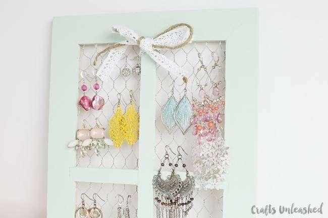 9344915-Easy-Jewelry-Organization-Idea-1-650-e3bd5dce92-1484648910.jpg