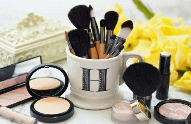 d0090a71132676dcc0988b2197ebfc38-a-professional-makeup-brushes-1-752x490.jpg