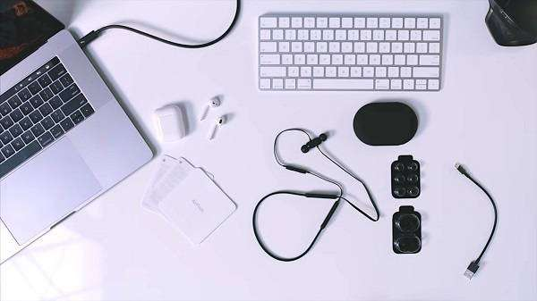 Beats-X-Wireless-Versus-Apple-AirPods-00002.jpg