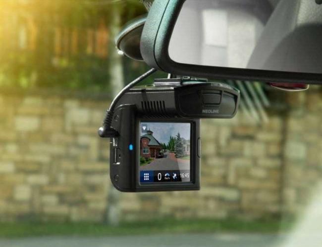top-luchshih-videoregistratorov-s-funkcziej-navigaczii1-e1579118734840.jpg